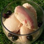 vegan peach and prosecco ice cream, vegan ice cream recipes, vegan recipes with peaches, vegan recipes with prosecco, vegan desserts